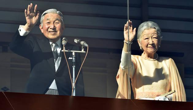 El emperador Akihito y su mujer, Michiko.