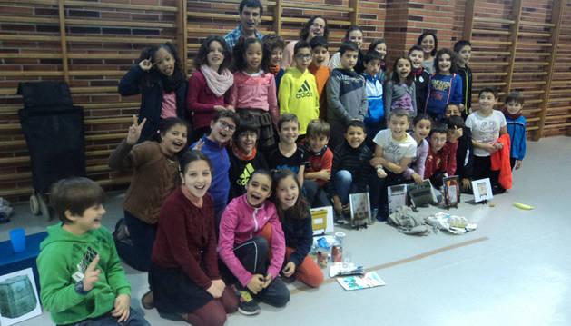 Estella escolares de valdizarbe se comprometen con el for Carteleras escolares de reciclaje