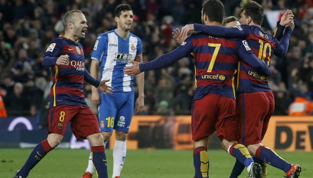 El Barcelona celebra un gol de Messi.