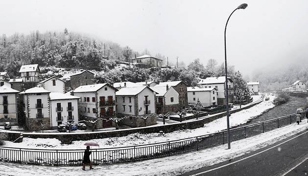 La mayor nevada de la temporada deja hasta 8 cm de espesor en Roncal