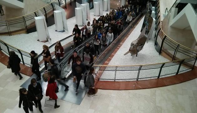 Arrancan las rebajas en el centro comercial La Morea.