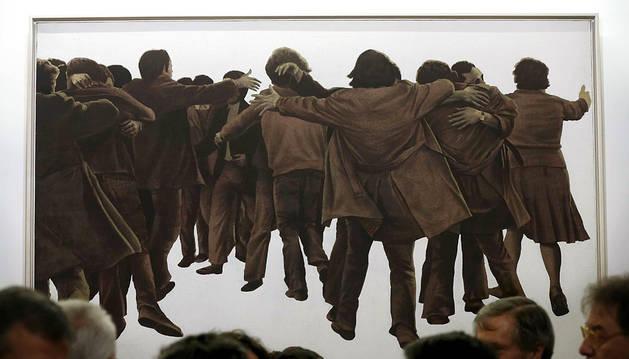 'El abrazo', de Juan Genovés, en el Congreso.