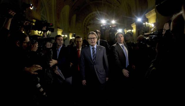 Crece la presión sobre Mas, que ofrece a ERC entrar en el Govern en funciones
