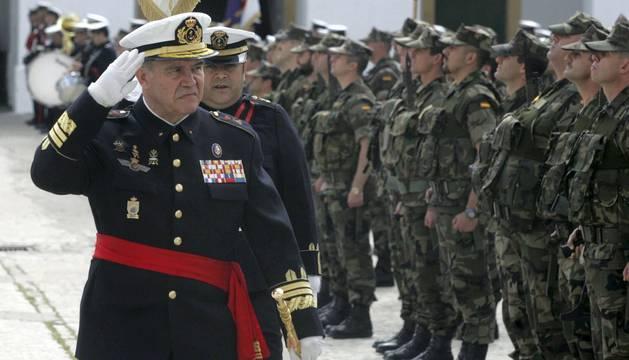 Un general cree que hay decisiones de Barkos que deben tener