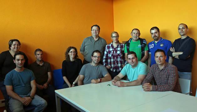 Foto de una reunión vecinal celebrada por los miembros de la asociación el pasado año.