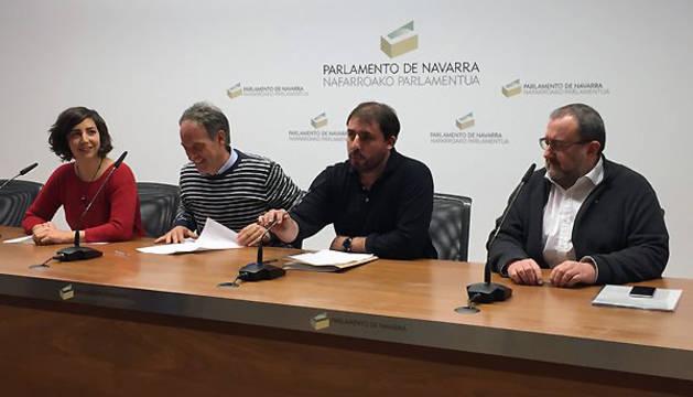 Laura Pérez (Podemos), Adolfo Araiz (EH Bildu), Unai Hualde (Geroa Bai) y José Miguel Nuin (I-E).
