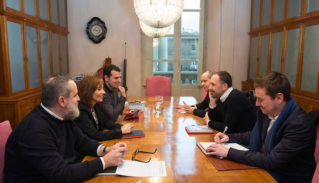 Imagen de la reunión esta mañana de los responsables de la cultura y deporte de ambos territorios.