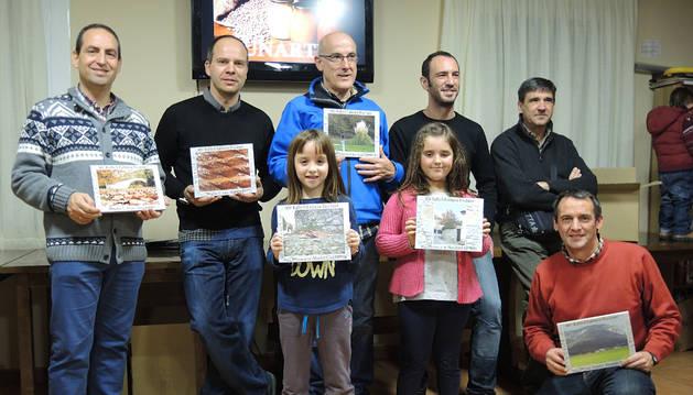 Los premiados en el rallye, con sus fotos.