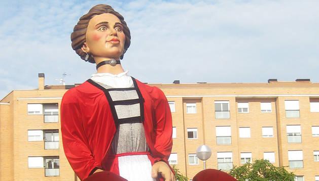 La Comparsa de Rochapea celebra este domingo la Fiesta de los Gigantes