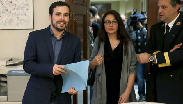 Alberto Garzón formaliza su acta como diputado.