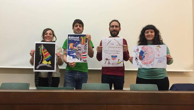 Maribi Benito, Asier Leal, César Pagola y Maider Etxeto, con los carteles.