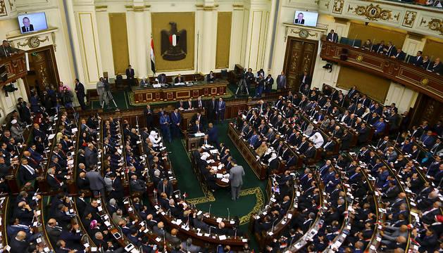 El Parlamento egipcio abre sesión por primera vez en casi cuatro años
