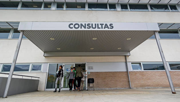 Acceso a consultas externas del Hospital García Orcoyen.