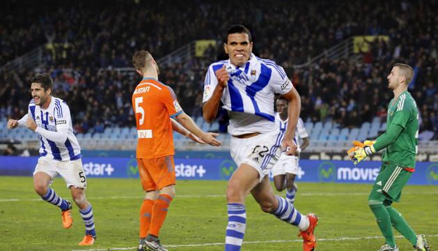 Jonathas celebra uno de sus goles contra el Valencia.