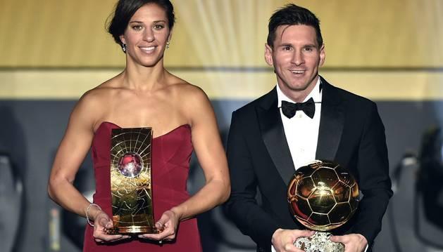 Carli Lloyd, junto a Leo Messi.