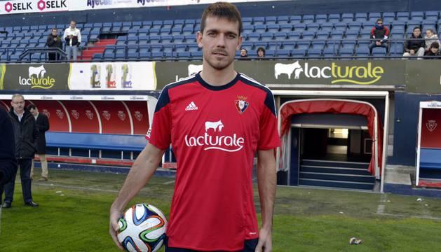 Los dos jugadores llegaron sonrientes a las instalaciones deportivas de Osasuna.