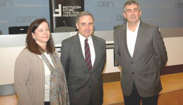 Belén Goñi (Institución Futuro), José Antonio Sarría (CEN) y Carlos Adín (SNE).
