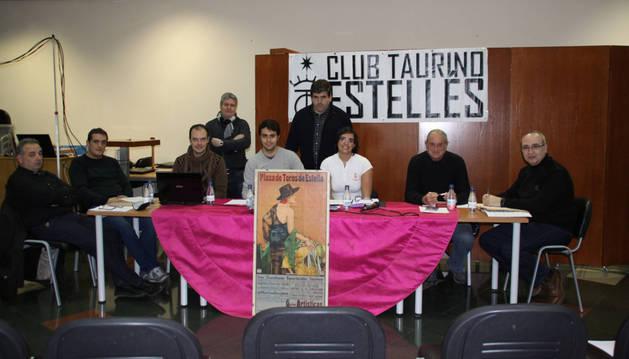 La junta directiva del Club Taurino Estellés.