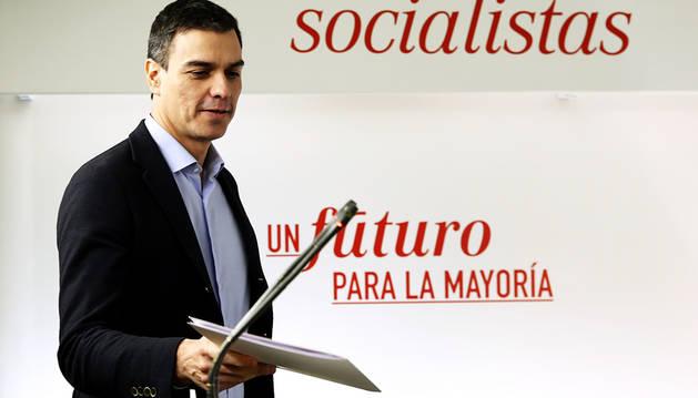 Sánchez busca el respaldo de Podemos y Ciudadanos para desbancar a Rajoy