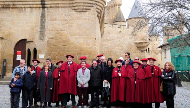 La Cofradía del Vino de Navarra entrega en Olite sus premios literarios.