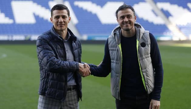 Galca y Luis Enrique se saludan en Cornellà.