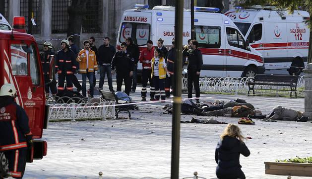 Un muerto y varios heridos tras una explosión en el centro de Estambul