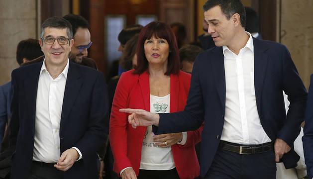 Patxi López, Micaela Navarro y Pedro Sánchez.