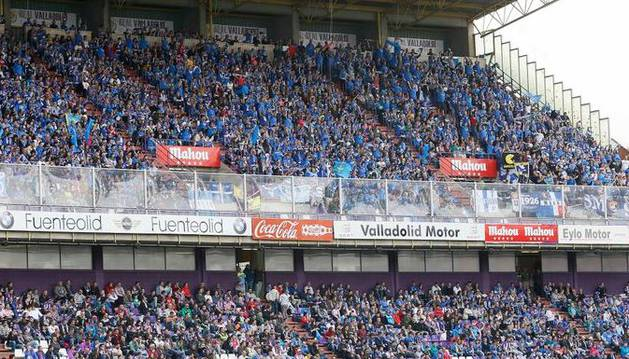 Aficionados del Oviedo, en Valladolid.
