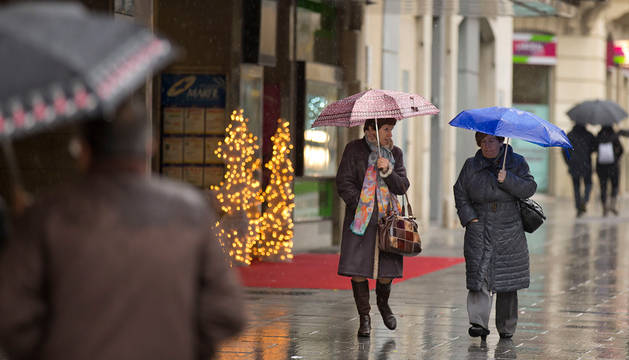 Lluvia en las calles de Pamplona.