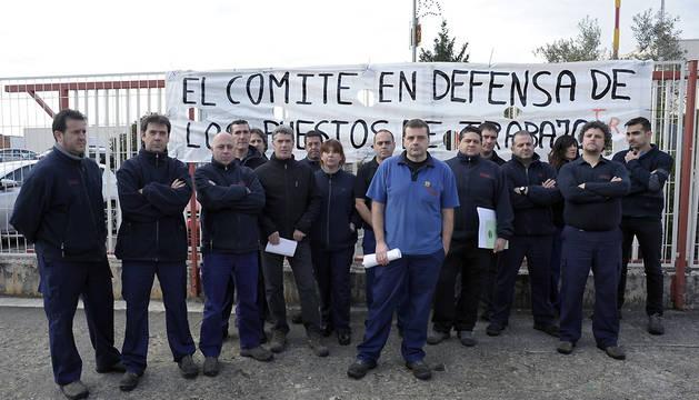 El comité de empresa de la planta de TRW en Pamplona ha exigido a la dirección la retirada del expediente de despido colectivo.