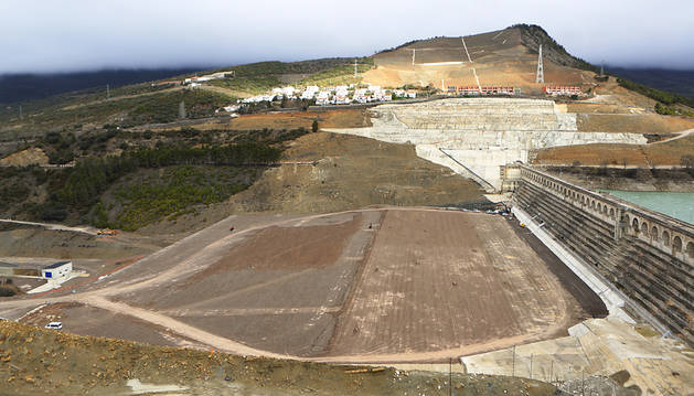 La nueva presa de Yesa se levanta ya 38 metros sobre cimientos