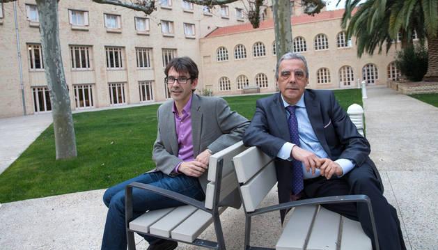 El nuevo director Óscar Pérez Villar y Santiago Blanco Villafranca, que deja el cargo.