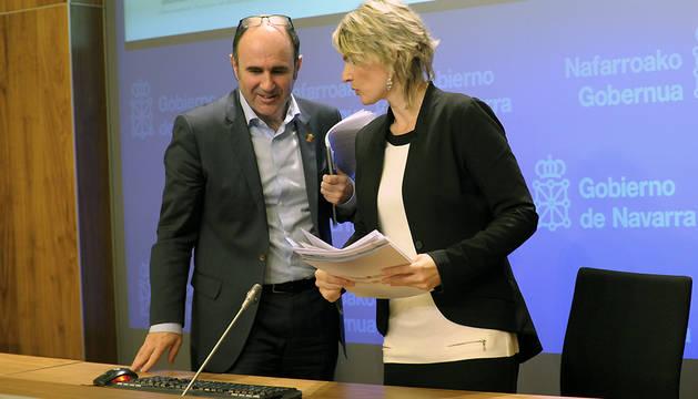 Manu Ayerdi y Maitena Ezkutari, durante la conferencia de prensa que han ofrecido en Pamplona.