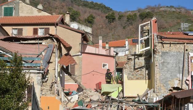Cinco muertos por el derrumbe de un edificio en Italia por una fuga de gas