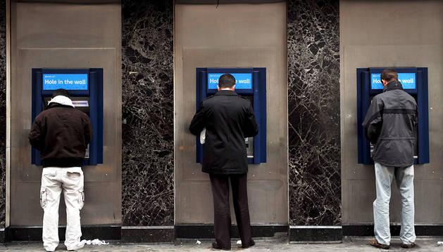 Los navarros pagan en comisiones a las entidades financieras 120 millones al año