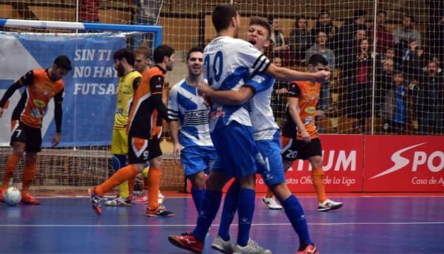 Orzáez y Cristian Rubio celebran un gol del Jumilla.
