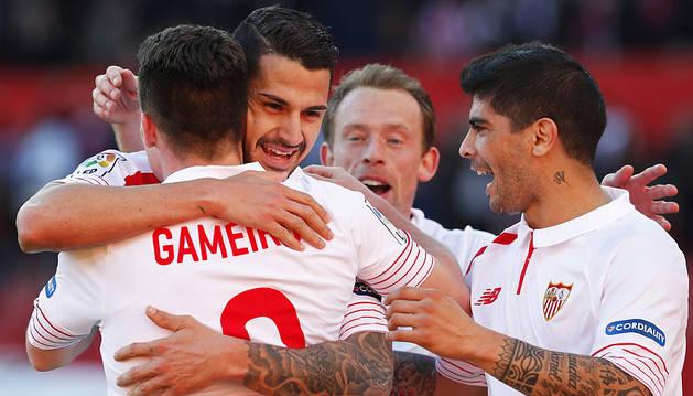 El Sevilla sufre para conseguir su noveno triunfo seguido en casa (2-1)