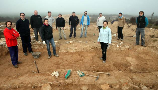 Alumnos y directores del taller de arqueología.