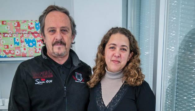 Víctor Hugo Falistoco y Ariela Polito posan en el vivero de empresas de Estella, donde tienen la empresa.