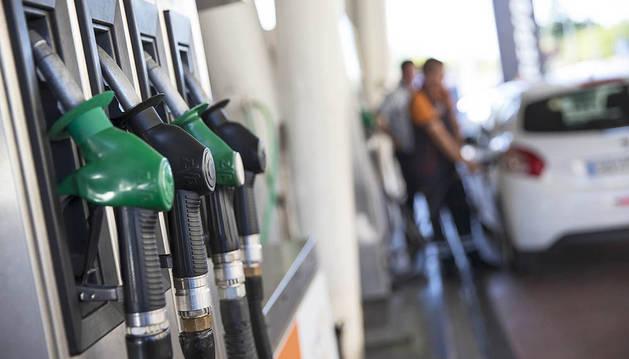 El precio del combustible sigue a la baja en la cuesta de enero con el gasóleo a menos de 1 euro