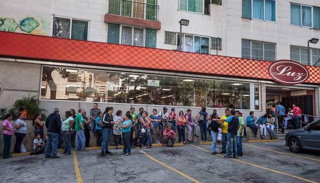 Opositores venezolanos insisten en la renuncia del presidente Maduro