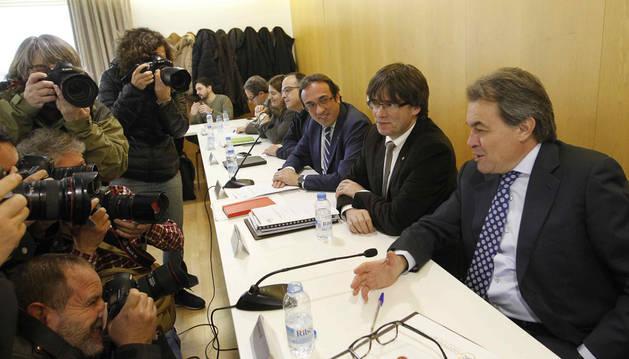 Carles Puigdemont junto a Artur Mas durante la reunión de la ejecutiva de CDC.