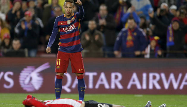 Neymar celebra un gol contra el Athletic.