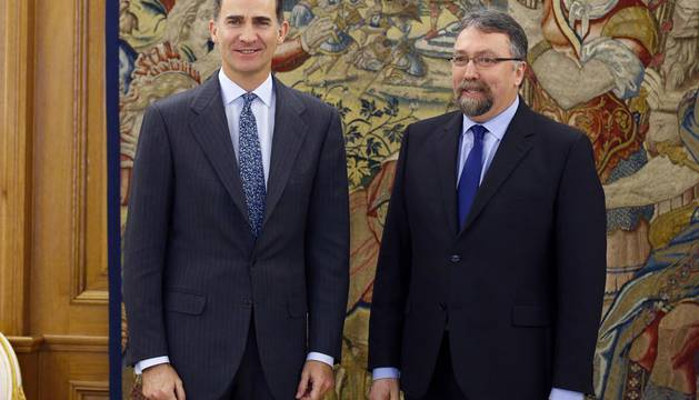 El Rey continúa con el diputado de Foro Asturias la ronda de consultas