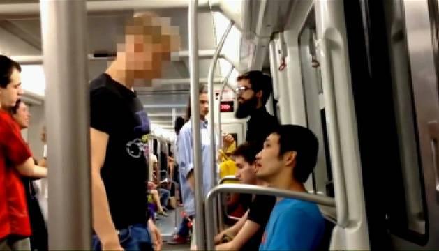 Agresión de un menor a un joven asiático en el metro de Barcelona