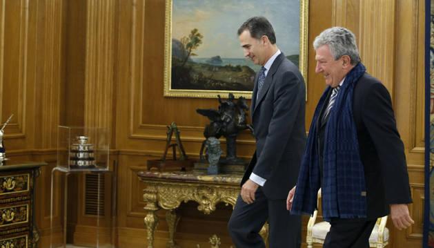 El Rey Felipe VI junto al diputado de Nueva Canarias Pedro Quevedo.