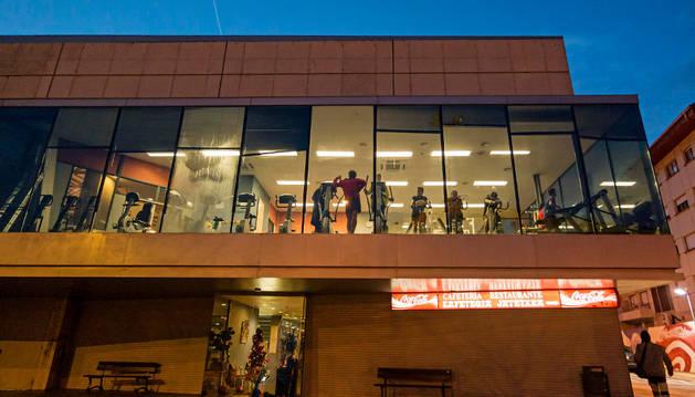 Imagen del exterior del polideportivo de Estella.