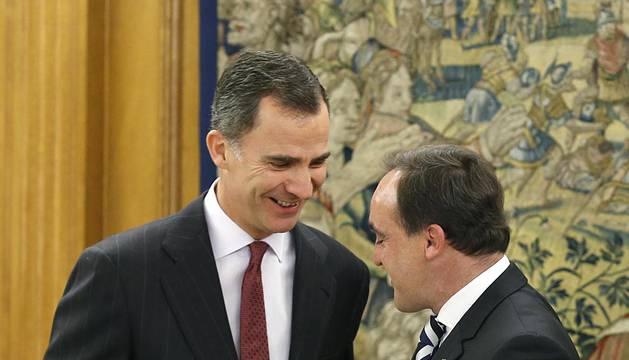 Reunión del Rey Felipe VI con Javier Esparza