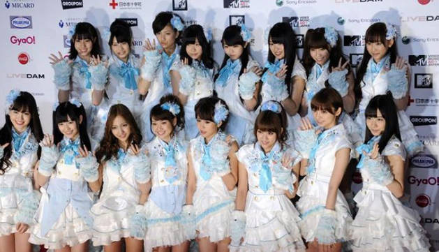 Miembros del grupo de música pop japonesa femenino AKB48.