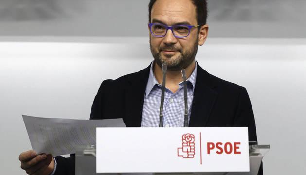 El PSOE propone a las marcas de Podemos formar grupo con IU